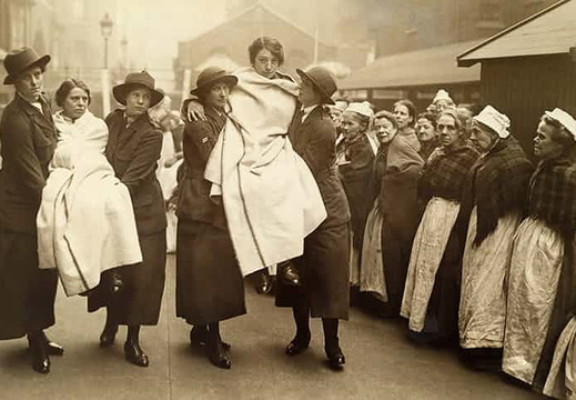Workhouse-women-watch-WWI-017