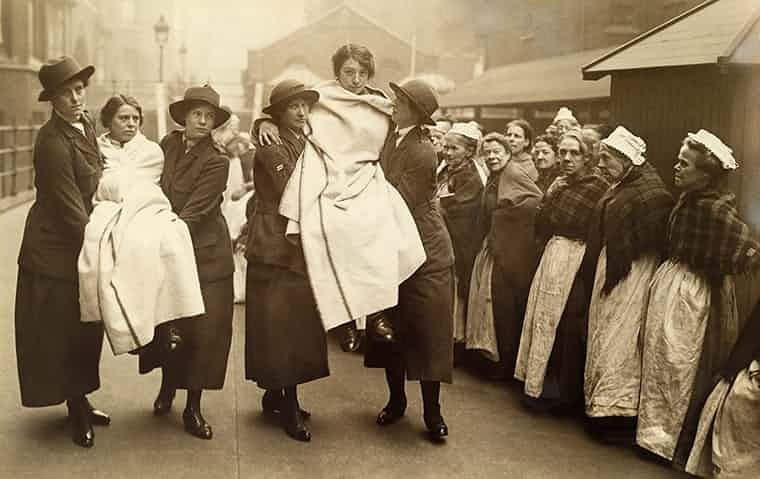 Workhouse-women-watch-WWI-017.jpg