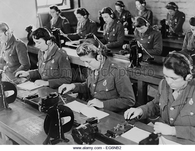 british-enlisted-women-learning-morse-code-in-classroom-ca-1942-world-eg6nb2.jpg