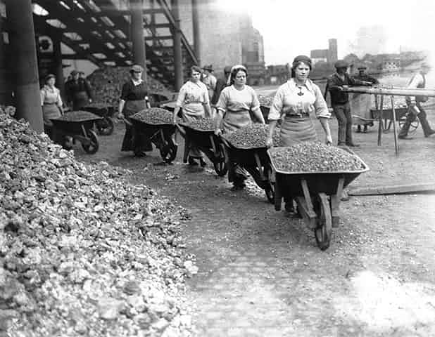 Women-Navvies-003.jpg